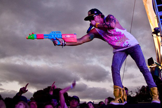 DJ David Heidwex Creates A Super Soaker Mash-Up With Bombs Away, Cazzette, And Avicii