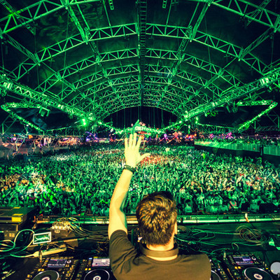"Thomas Gold Spins Dannic's ""Clobber"" At EDC Vegas"